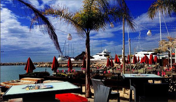 Day By The Sea At The Beach Club ST LAURENT DU VAR Bon Plan - Piscine municipale saint laurent du var
